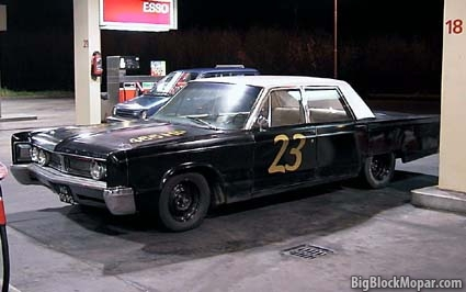 1967 Chrysler Newport - Esso gasstation