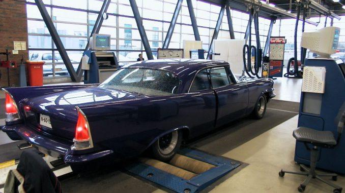 1957 Chrysler Windsor Custom at the RDW (DMV) - Braking test